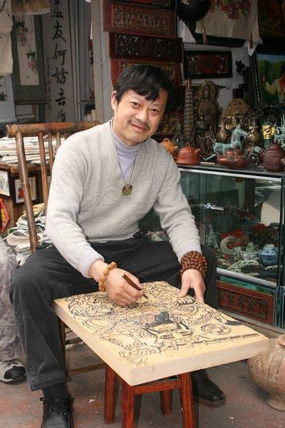 Tang ZhongLin plays erhu